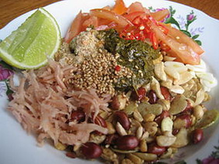 ลาเผ็ด (ข้าวยำ) พม่า