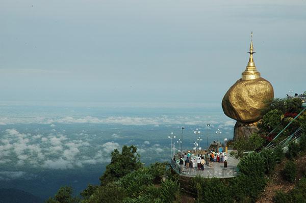 เจดีย์ Kyaikhtiyo Pagoda พม่า